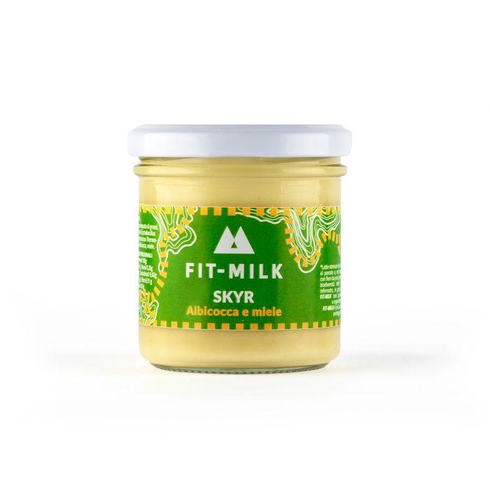Skyr all'albicocca e miele prodotto con latte da erba, latte grass fed