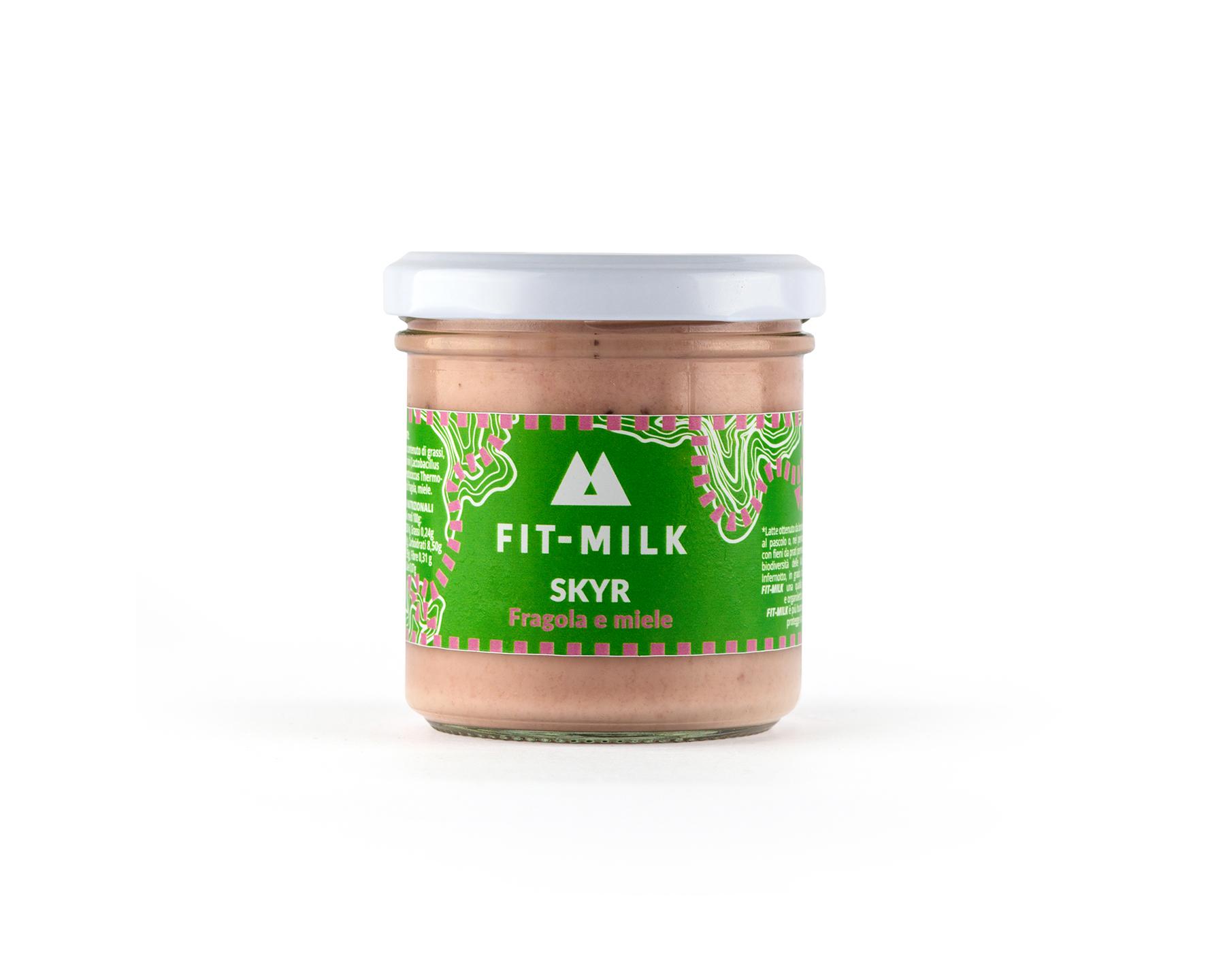 Skyr alla fragola e miele prodotto con latte da erba, latte grass fed