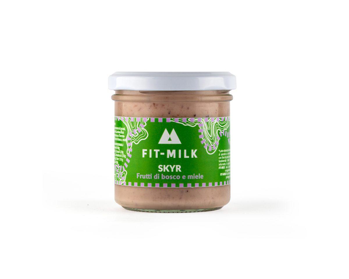 Skyr ai frutti di bosco e miele prodotto con latte da erba, latte grass fed