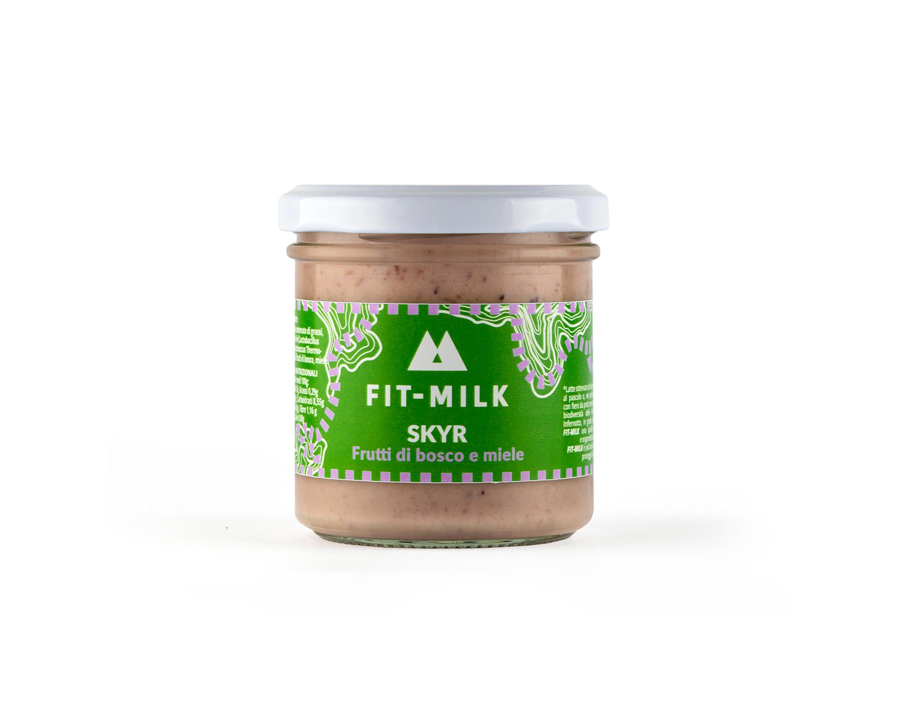 Skyr ai frutti di bosco e miele prodotto con latte da erba, latte gras