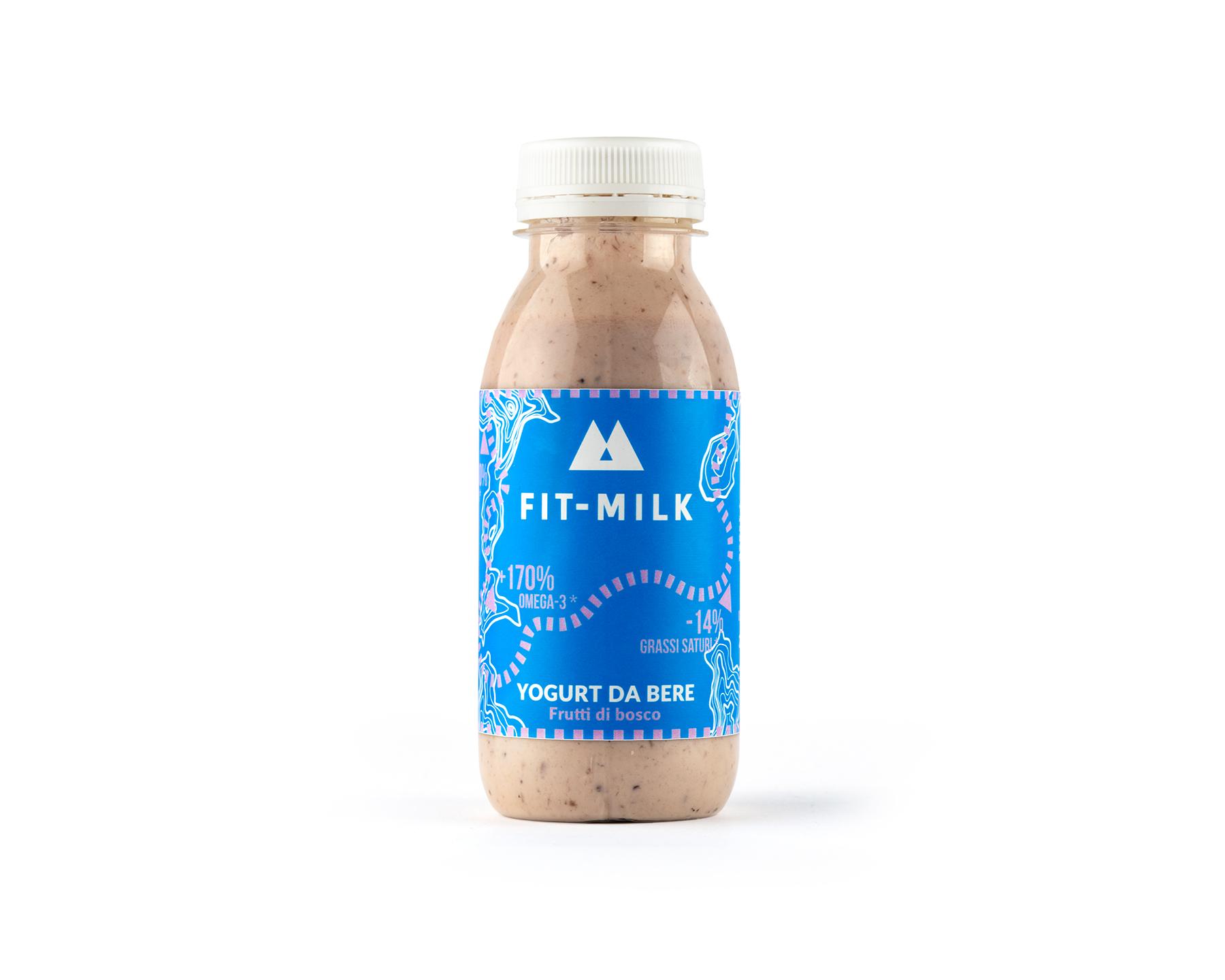 Yogurt da bere ai frutti di bosco prodotto da latte da erba, latte grass fed